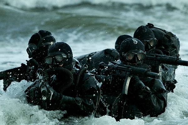 navy seals in ocean